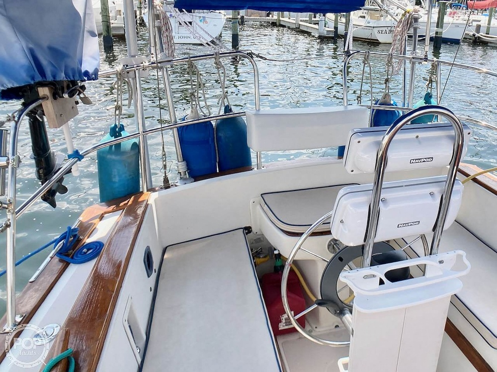 1986 Island Packet boat for sale, model of the boat is IP31 & Image # 35 of 40