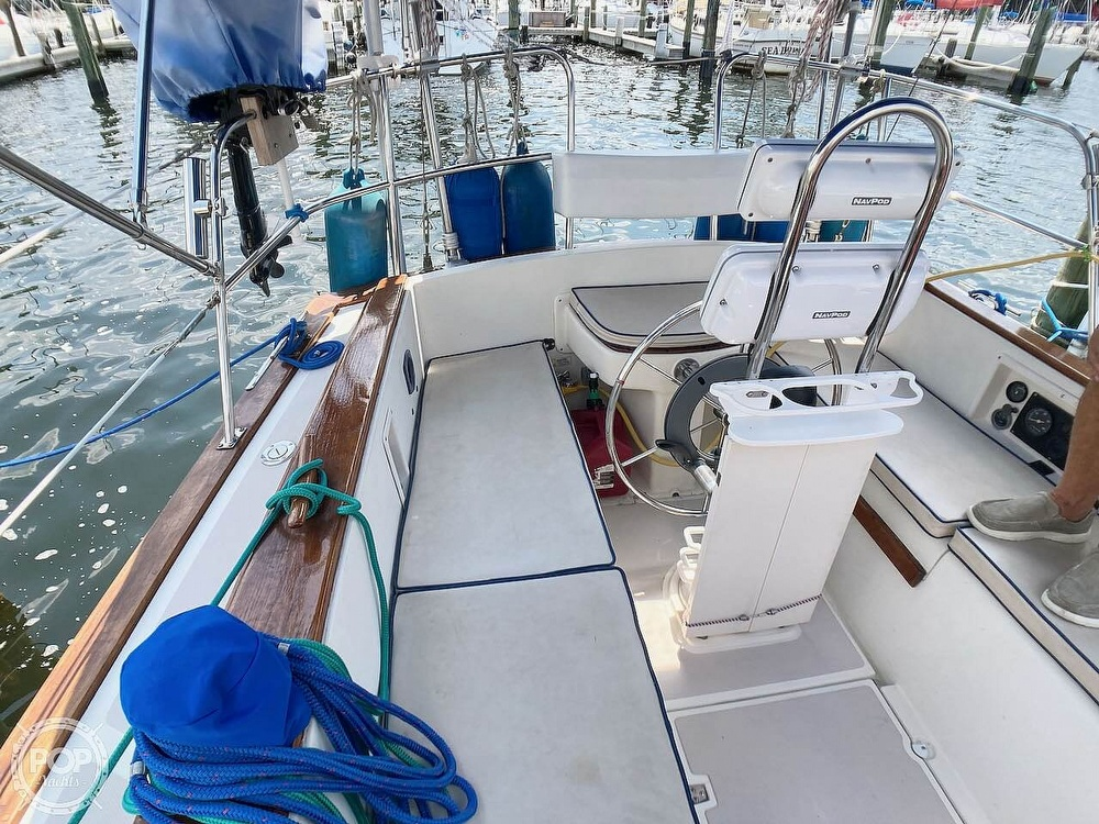 1986 Island Packet boat for sale, model of the boat is IP31 & Image # 34 of 40