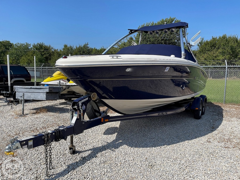 2005 Sea Ray boat for sale, model of the boat is 220 Select & Image # 12 of 40