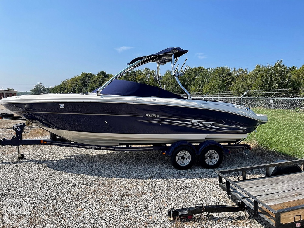2005 Sea Ray boat for sale, model of the boat is 220 Select & Image # 7 of 40