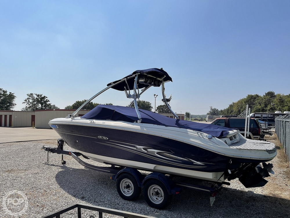 2005 Sea Ray boat for sale, model of the boat is 220 Select & Image # 14 of 40