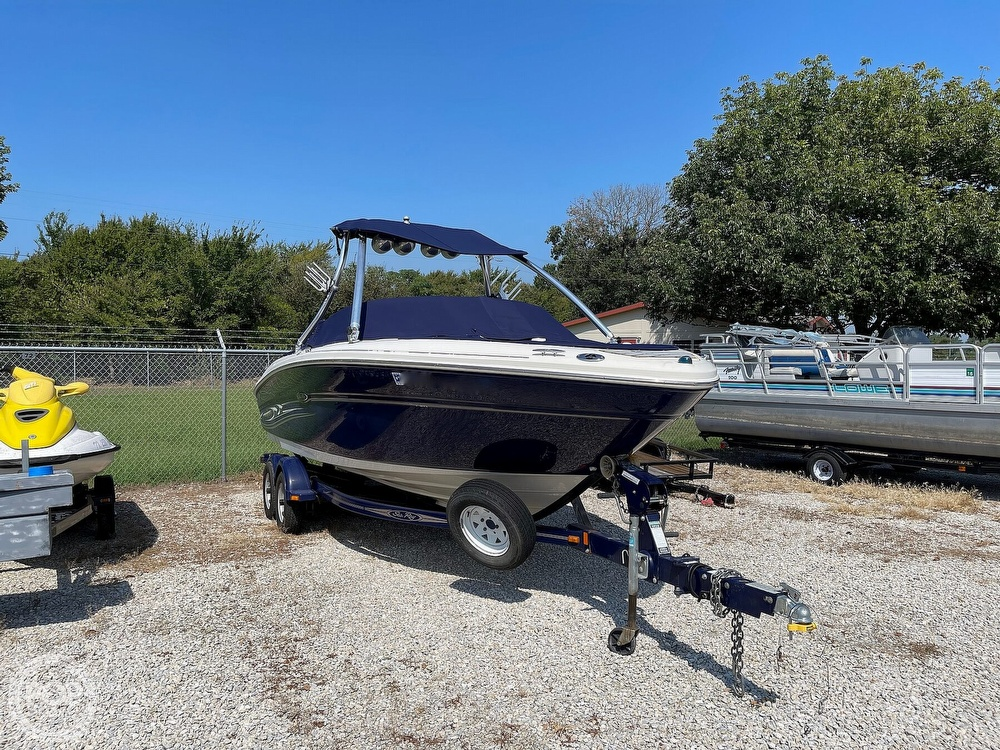 2005 Sea Ray boat for sale, model of the boat is 220 Select & Image # 27 of 40