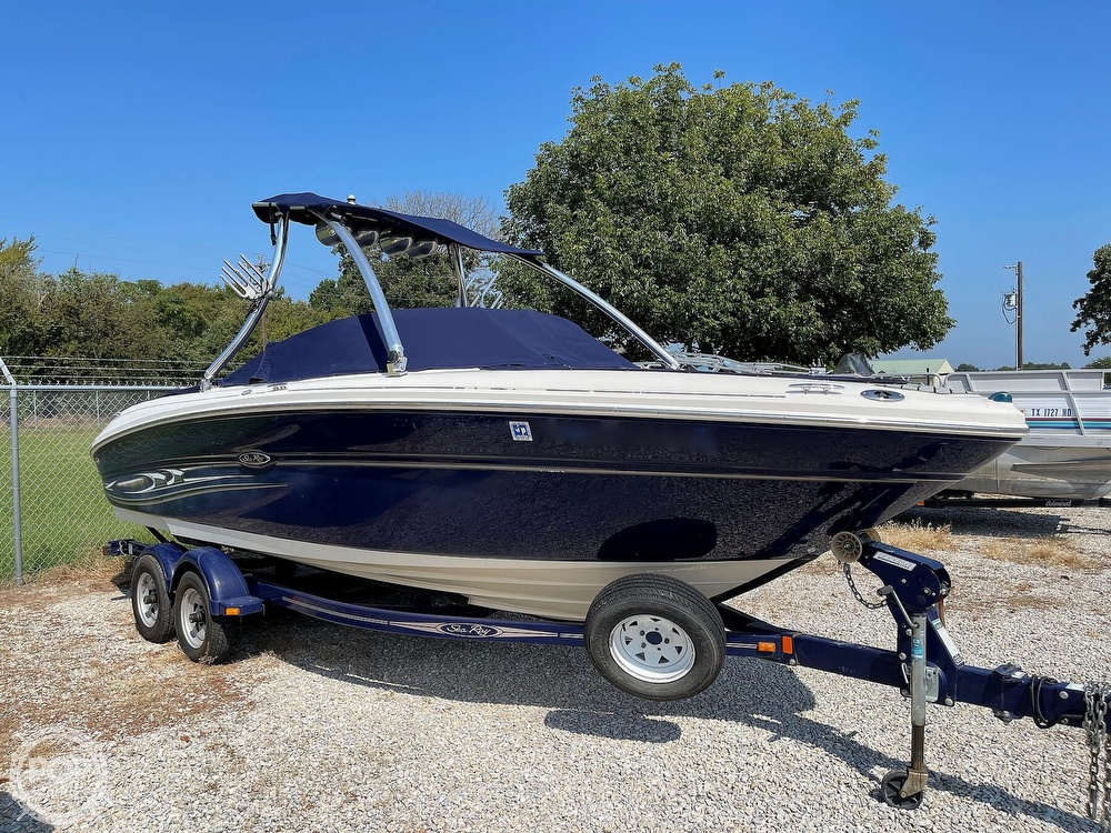 2005 Sea Ray boat for sale, model of the boat is 220 Select & Image # 3 of 40