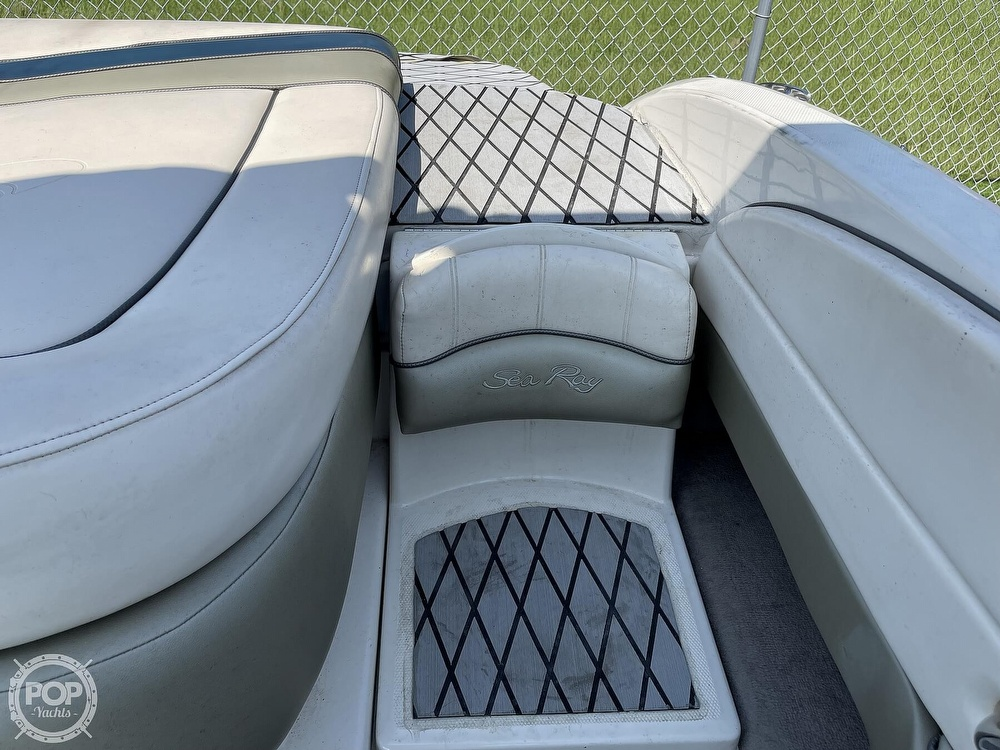 2005 Sea Ray boat for sale, model of the boat is 220 Select & Image # 35 of 40
