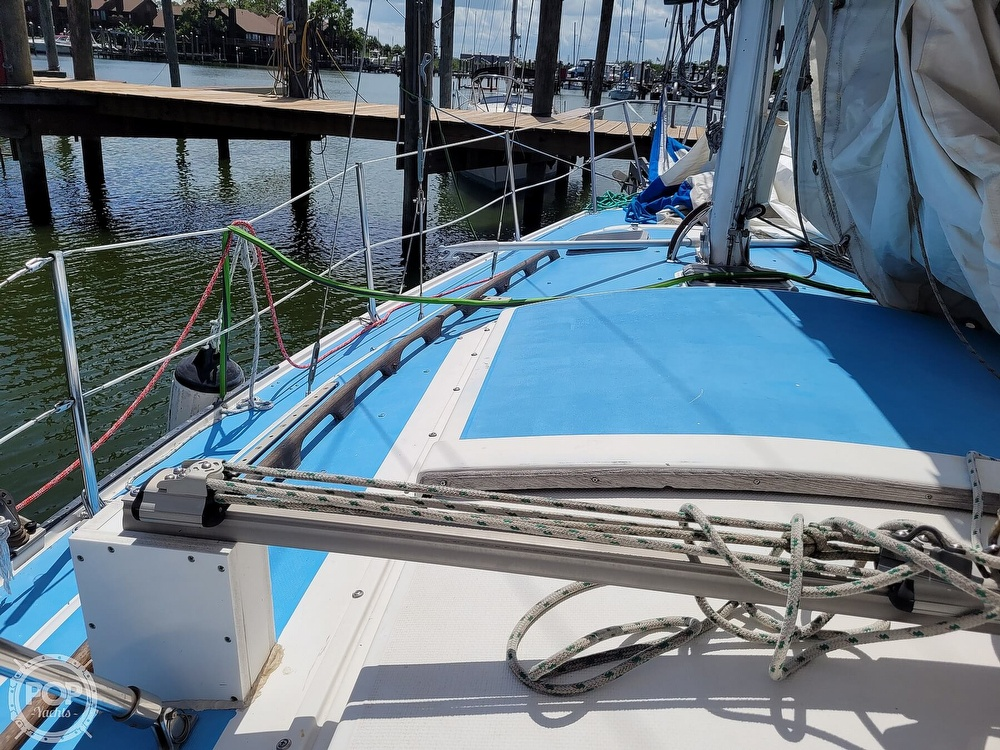 1984 Catalina Yachts boat for sale, model of the boat is 30 & Image # 22 of 40