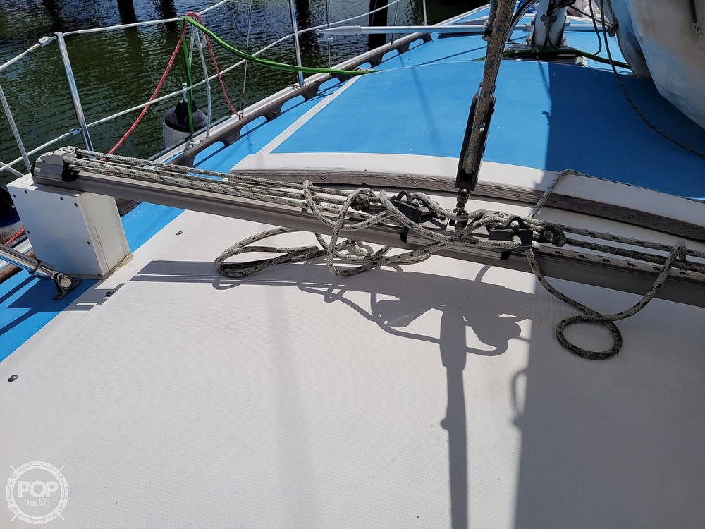 1984 Catalina Yachts boat for sale, model of the boat is 30 & Image # 24 of 40