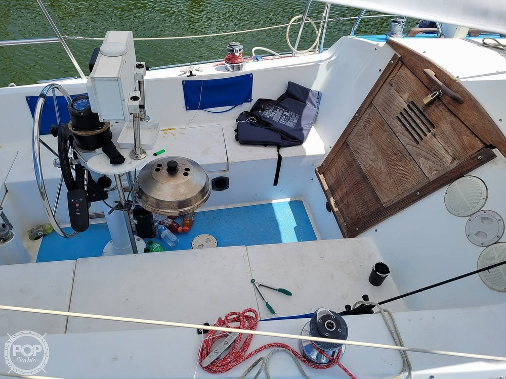 1984 Catalina Yachts boat for sale, model of the boat is 30 & Image # 4 of 40
