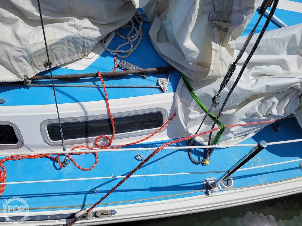 1984 Catalina Yachts boat for sale, model of the boat is 30 & Image # 31 of 40