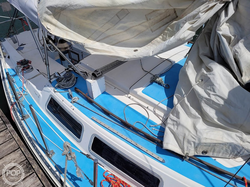 1984 Catalina Yachts boat for sale, model of the boat is 30 & Image # 32 of 40