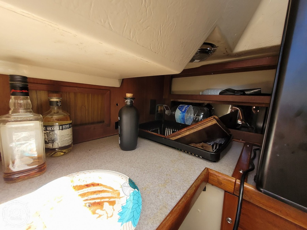 1984 Catalina Yachts boat for sale, model of the boat is 30 & Image # 10 of 40