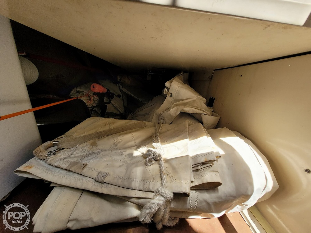 1984 Catalina Yachts boat for sale, model of the boat is 30 & Image # 12 of 40