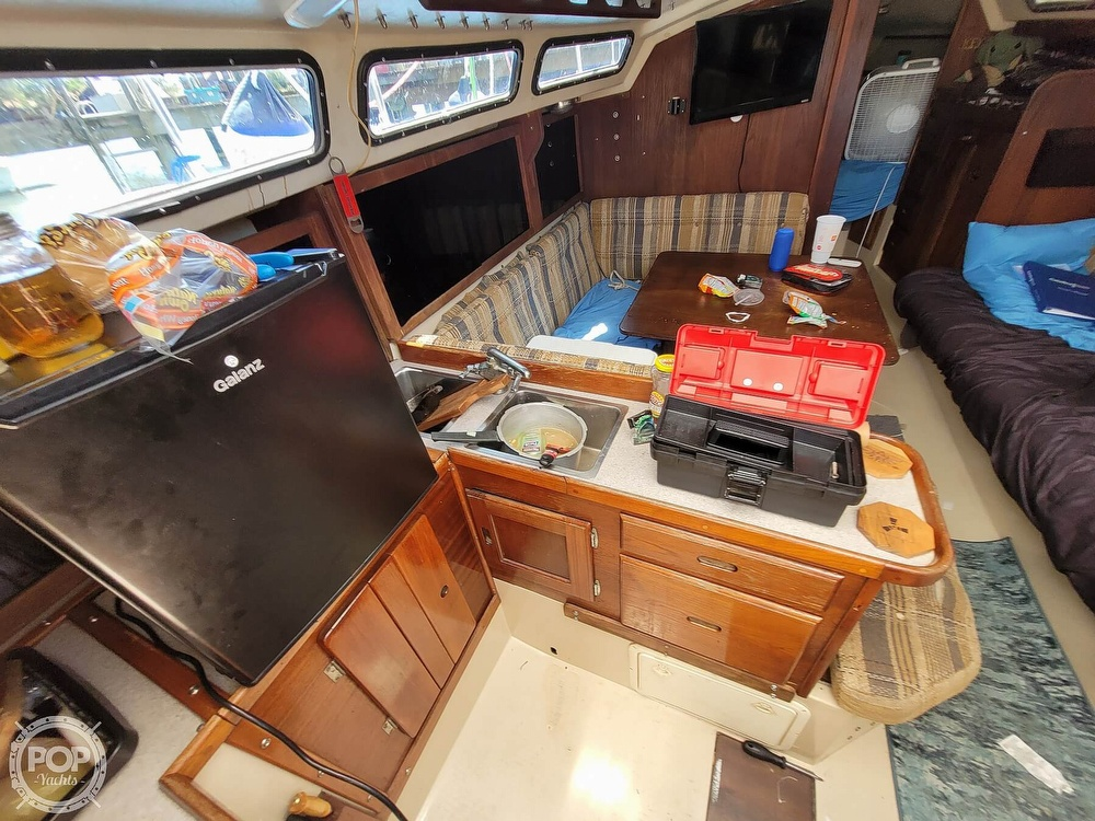 1984 Catalina Yachts boat for sale, model of the boat is 30 & Image # 5 of 40