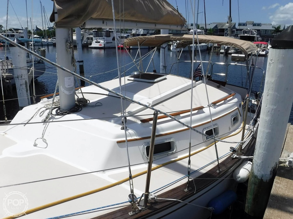 1982 Island Packet boat for sale, model of the boat is 26 MKII & Image # 21 of 40