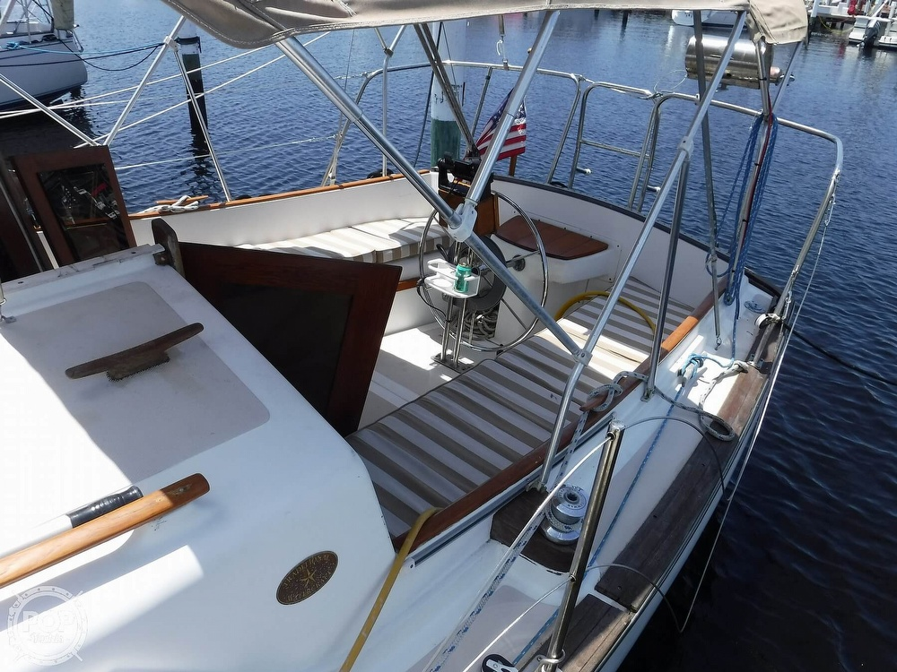 1982 Island Packet boat for sale, model of the boat is 26 MKII & Image # 23 of 40