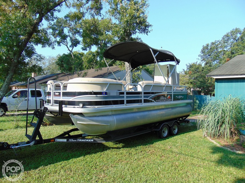 2015 Sun Tracker boat for sale, model of the boat is 22 DLX Party Barge & Image # 8 of 40