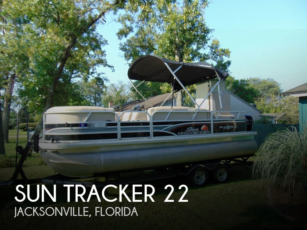2015 Sun Tracker boat for sale, model of the boat is 22 DLX Party Barge & Image # 1 of 40