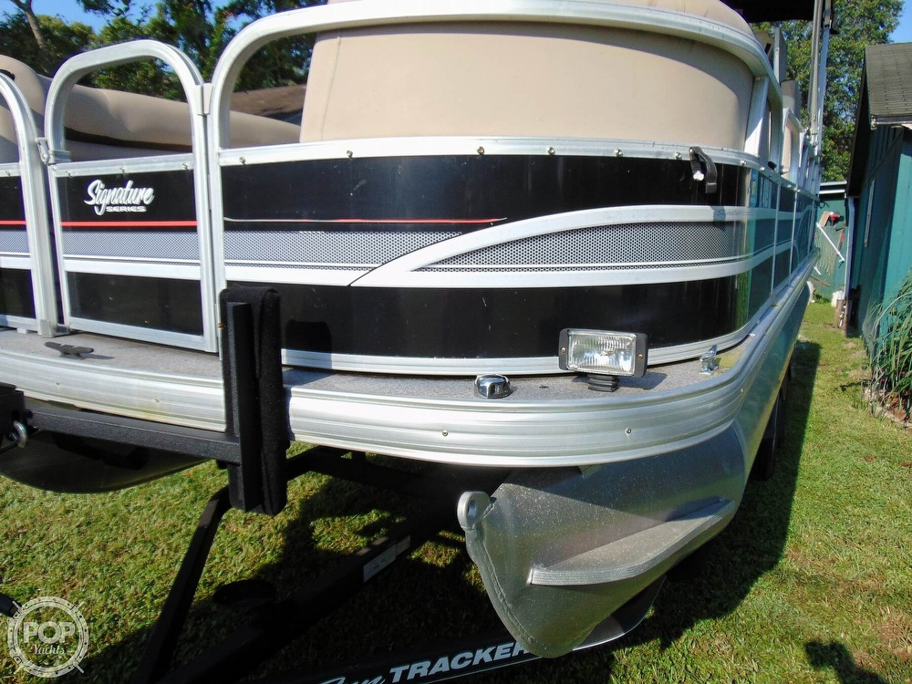 2015 Sun Tracker boat for sale, model of the boat is 22 DLX Party Barge & Image # 18 of 40