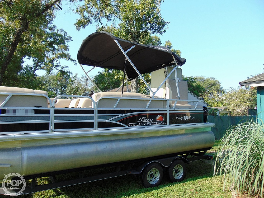 2015 Sun Tracker boat for sale, model of the boat is 22 DLX Party Barge & Image # 23 of 40