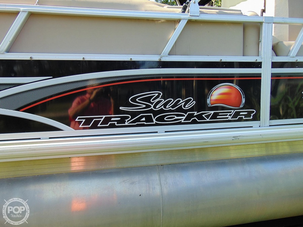 2015 Sun Tracker boat for sale, model of the boat is 22 DLX Party Barge & Image # 24 of 40