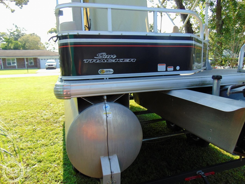 2015 Sun Tracker boat for sale, model of the boat is 22 DLX Party Barge & Image # 26 of 40