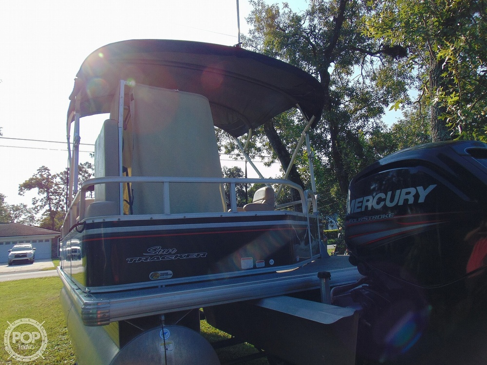 2015 Sun Tracker boat for sale, model of the boat is 22 DLX Party Barge & Image # 27 of 40