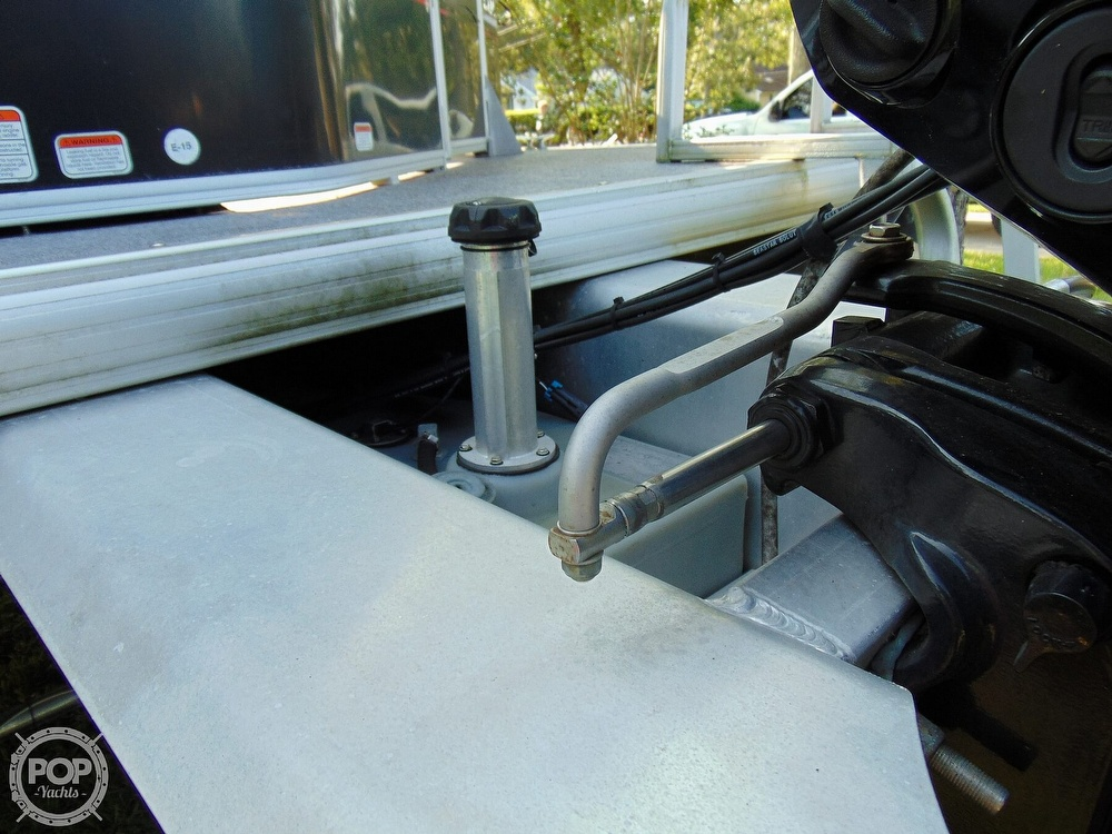2015 Sun Tracker boat for sale, model of the boat is 22 DLX Party Barge & Image # 30 of 40