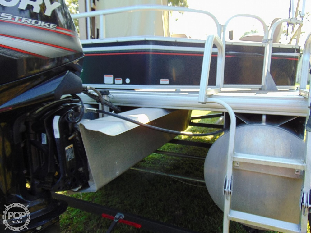2015 Sun Tracker boat for sale, model of the boat is 22 DLX Party Barge & Image # 36 of 40