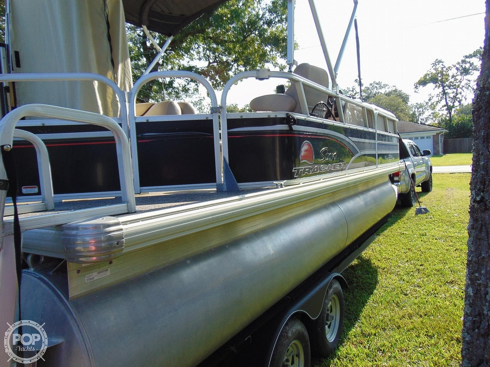 2015 Sun Tracker boat for sale, model of the boat is 22 DLX Party Barge & Image # 37 of 40