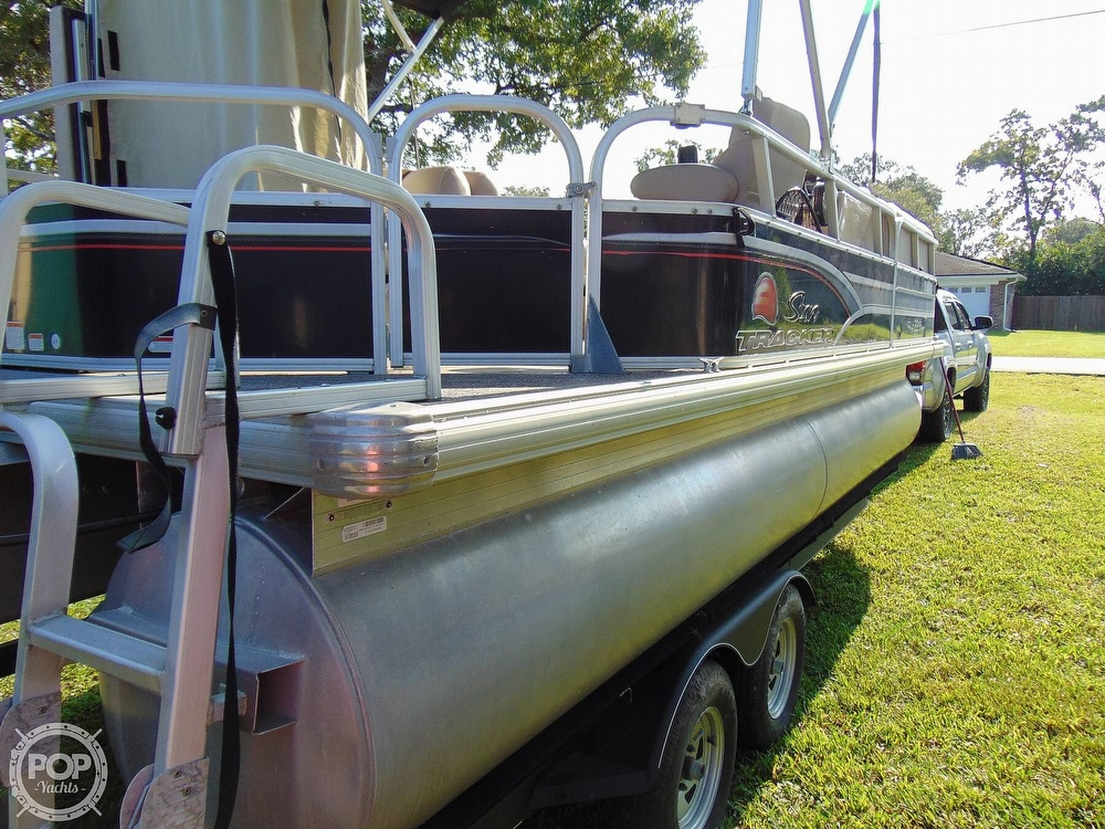 2015 Sun Tracker boat for sale, model of the boat is 22 DLX Party Barge & Image # 38 of 40