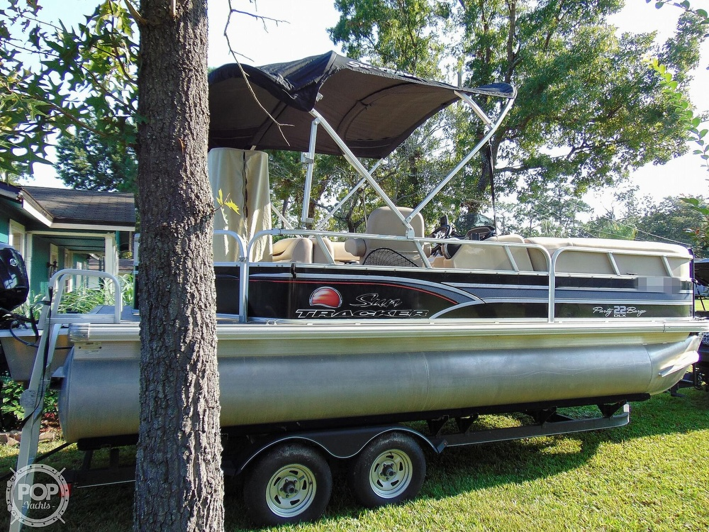 2015 Sun Tracker boat for sale, model of the boat is 22 DLX Party Barge & Image # 39 of 40