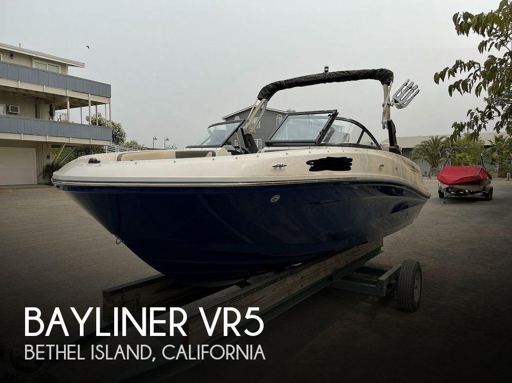 2017 Bayliner boat for sale, model of the boat is VR5 & Image # 1 of 40