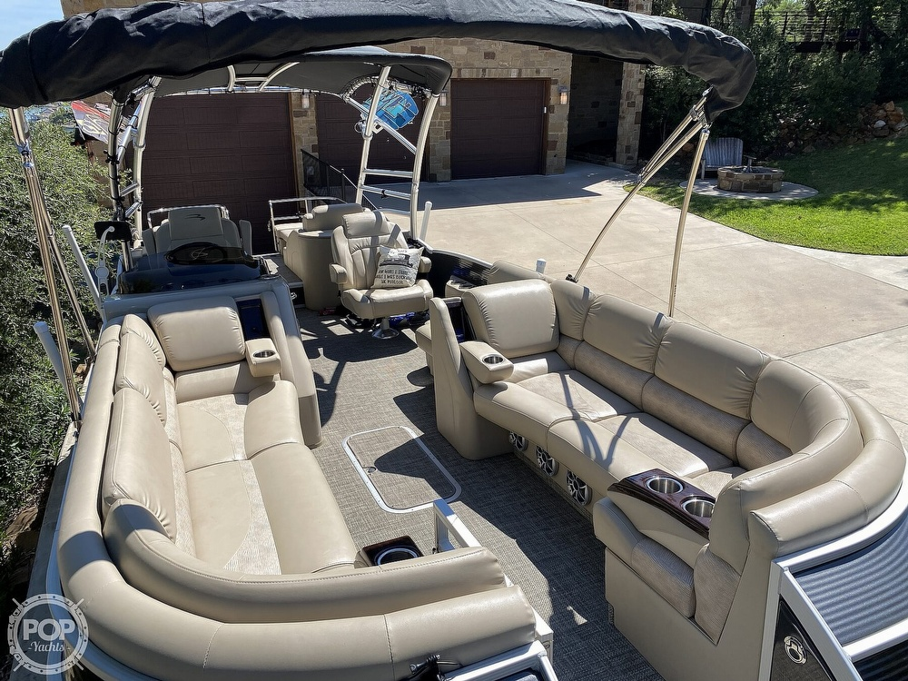 2016 Bennington boat for sale, model of the boat is 2875 QCW & Image # 11 of 40