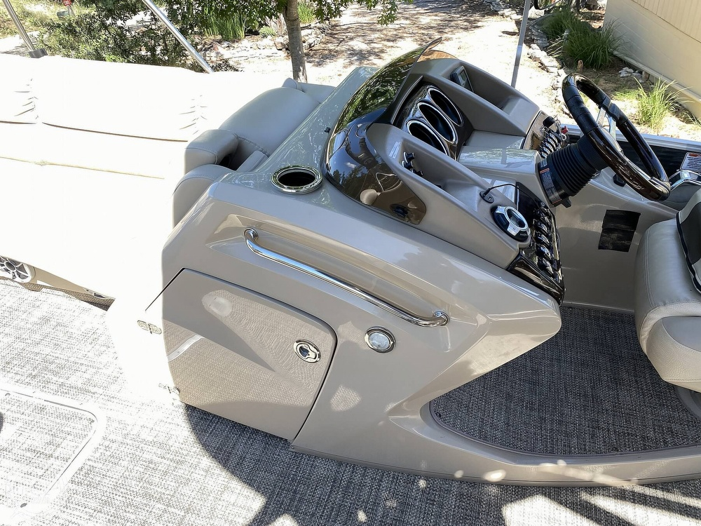 2016 Bennington boat for sale, model of the boat is 2875 QCW & Image # 34 of 40