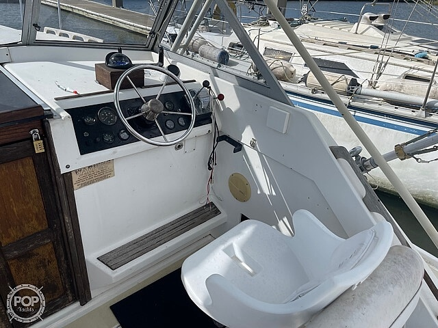 1987 Luhrs boat for sale, model of the boat is 30' Alura & Image # 34 of 40