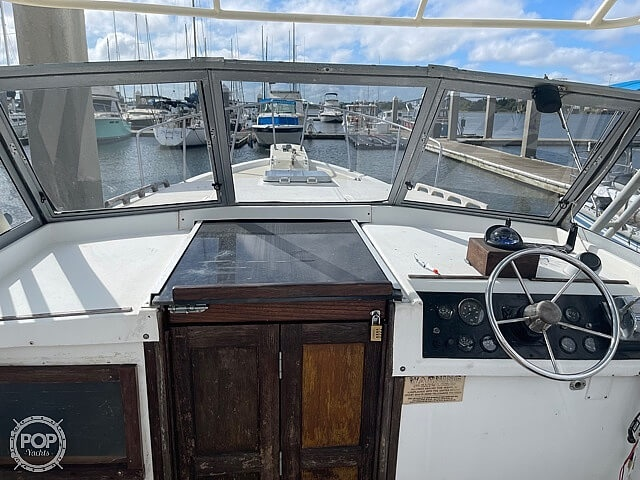 1987 Luhrs boat for sale, model of the boat is 30' Alura & Image # 37 of 40