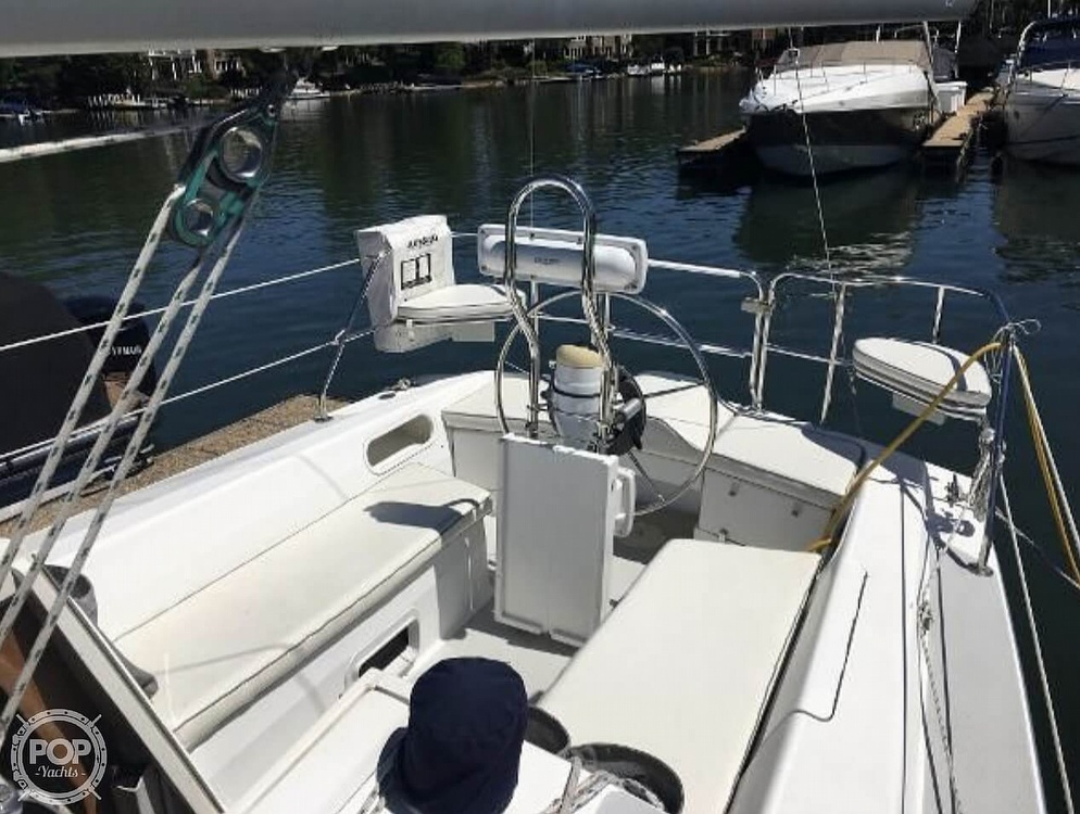 2005 Catalina Yachts boat for sale, model of the boat is 270SD & Image # 9 of 37