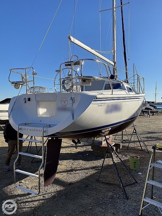 2005 Catalina Yachts boat for sale, model of the boat is 270SD & Image # 12 of 37