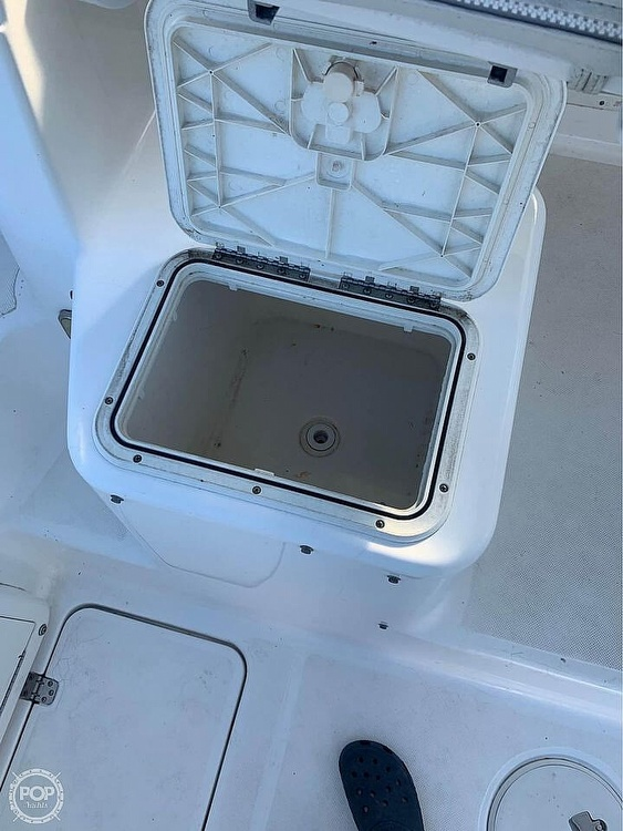 2005 Century boat for sale, model of the boat is 2600 Walkaround & Image # 10 of 40