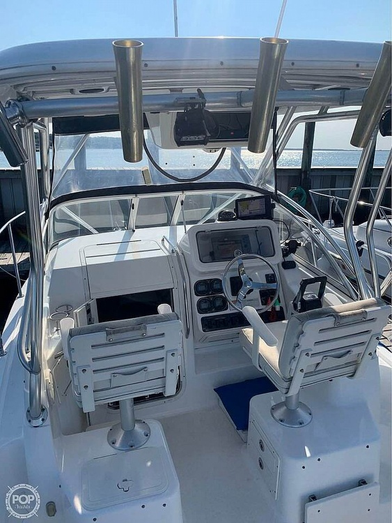 2005 Century boat for sale, model of the boat is 2600 Walkaround & Image # 7 of 40