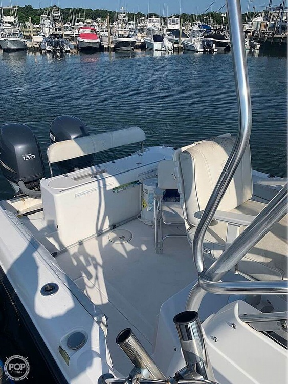 2005 Century boat for sale, model of the boat is 2600 Walkaround & Image # 8 of 40