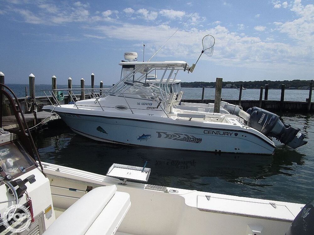 2005 Century boat for sale, model of the boat is 2600 Walkaround & Image # 3 of 40