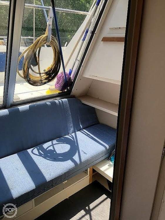 1989 Carver boat for sale, model of the boat is 2767 Santego & Image # 12 of 16