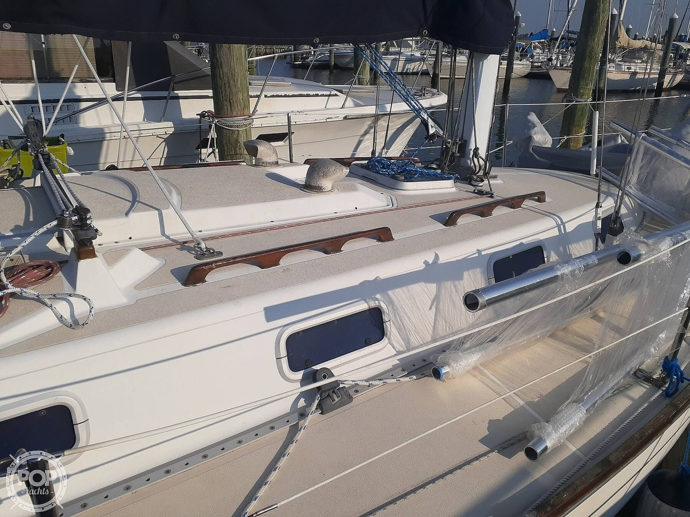 1988 Tartan Yachts boat for sale, model of the boat is 31 & Image # 10 of 40