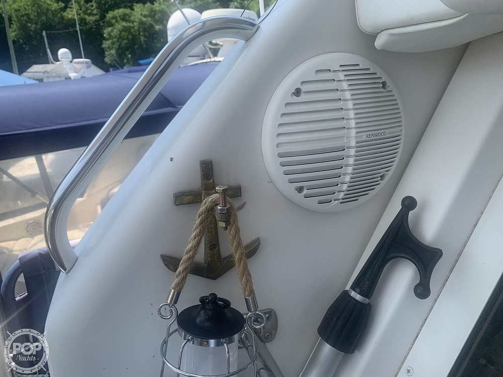 1997 Carver boat for sale, model of the boat is Aft 325 & Image # 23 of 40