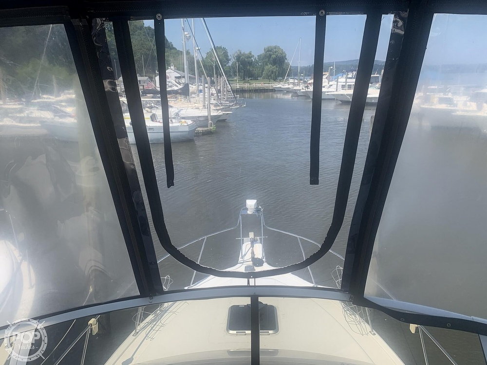 1997 Carver boat for sale, model of the boat is Aft 325 & Image # 24 of 40