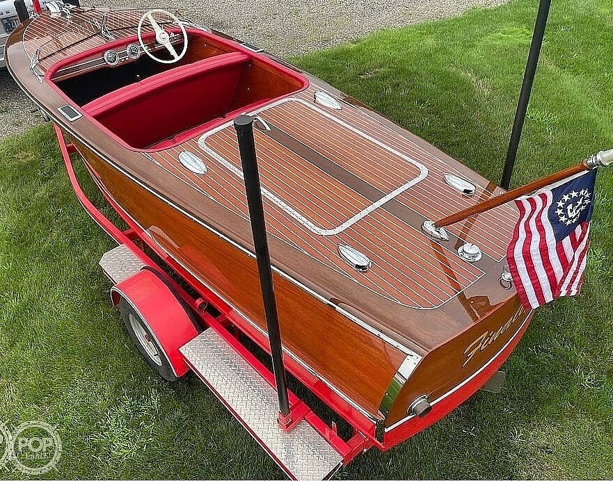1948 Chris Craft boat for sale, model of the boat is Deluxe Runabout & Image # 2 of 40