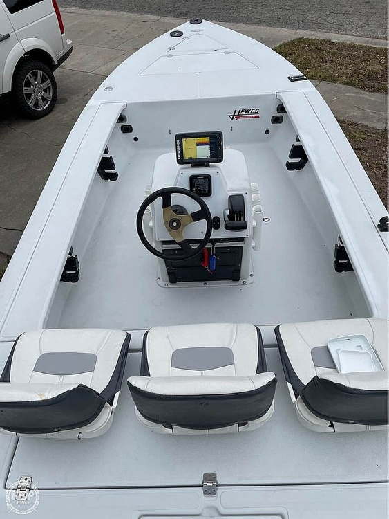 1995 Hewes boat for sale, model of the boat is 19 Redfisher & Image # 2 of 32