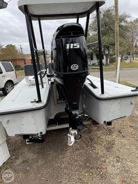 1995 Hewes boat for sale, model of the boat is 19 Redfisher & Image # 3 of 32