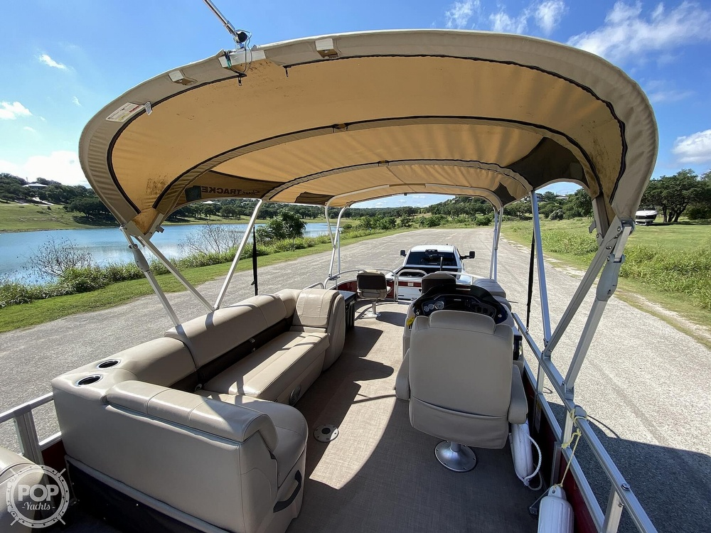 2019 Tracker Boats boat for sale, model of the boat is 20 DLX & Image # 2 of 40