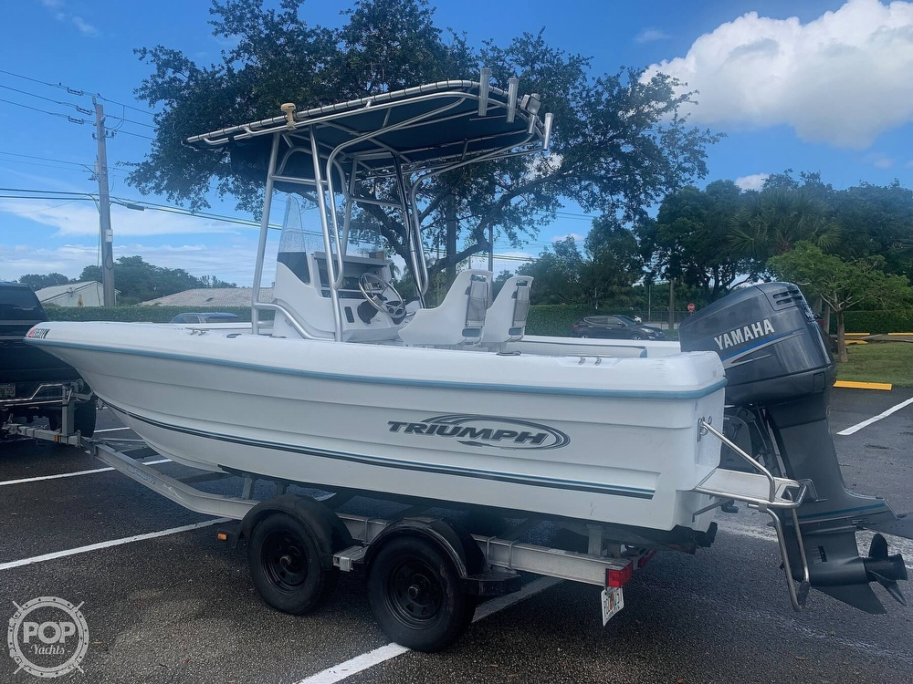 2005 Triumph boat for sale, model of the boat is 215 Cc & Image # 2 of 40